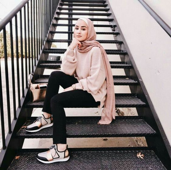 Pull Off Sneakers With Hijab Outfit