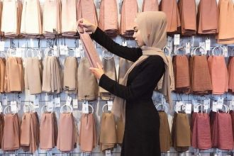 What to Wear Hijab in Nude Scarf Outfit