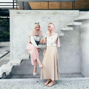 What to Wear Hijab in Nude Scarf in Style