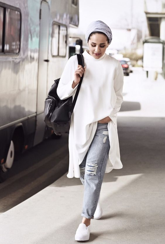 gray turban + long white chiffon shirt + ripped boyfriend jeans + oversized black bag + white slip-ons