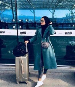 Hijab traveling style
