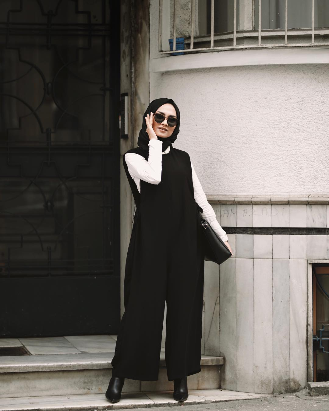 Stylish Hijab Work Wear Outfit Ideas via @Pelin_sarkaya