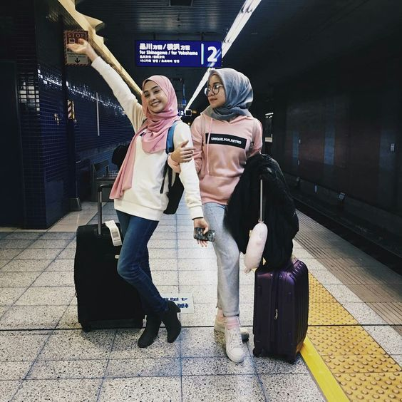 style ideas for hijab at the airport