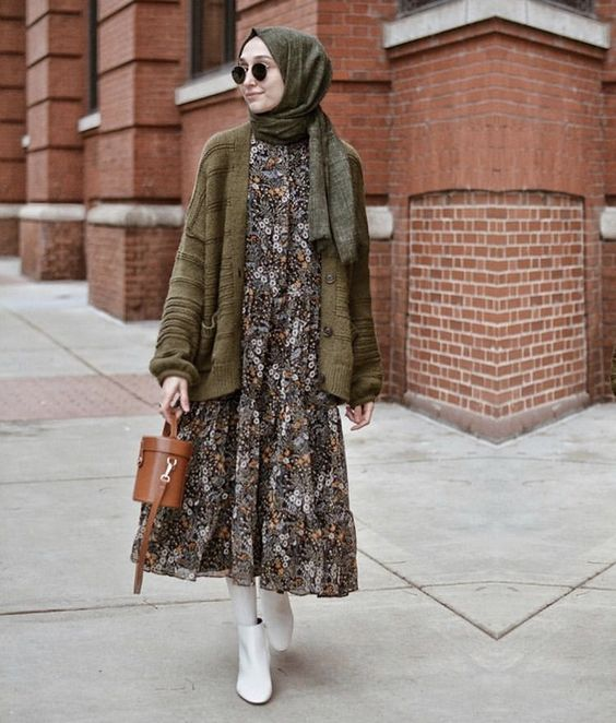 Dress and ankle boots for hijab