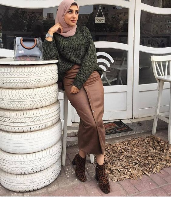 hijab outfit style with leopard boots