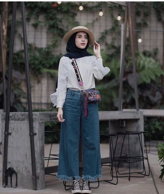 Chic Ways To Wear Denim Culottes For Hijab Style