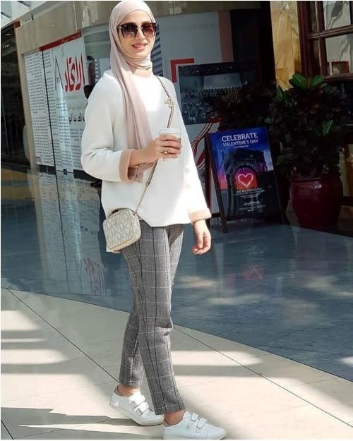 Checked pants hijab style ideas