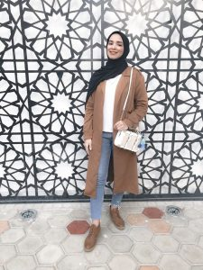 Hijab camel coat and aldo white bag