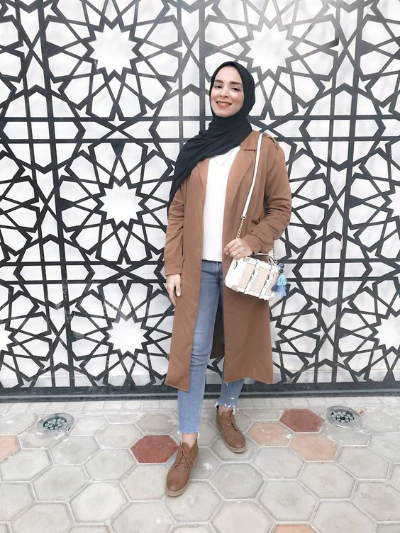 Hijab camel coat and aldo white bag