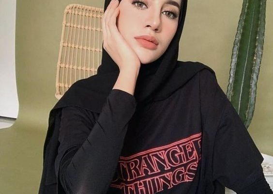 How To Wear Your Favorite T-Shirt With Hijab Style