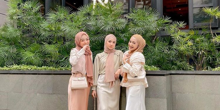 Simple and Casual Outfit Looks Ideas For Ramadan Iftar Party