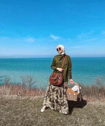 Stylish Ways To Style Pattern Skirt For Summer Hijab Looks