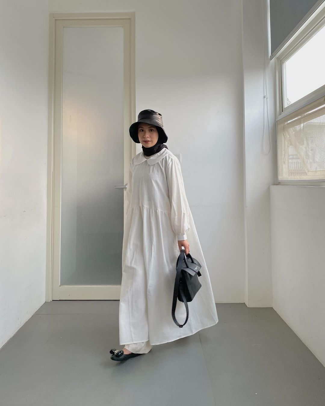 How to Pull Off Summer White Dresses For Hijab Style